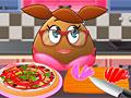 Девочка Поу готовит пиццу
