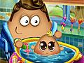 Поу купает малыша