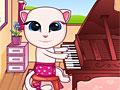 Говорящая Анжела играет на пианино