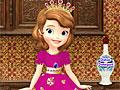Принцесса София моет посуду