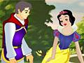 Принцесса Белоснежка целует принца