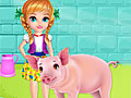 Амелия ухаживает за свинкой