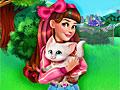 Виктория принимает котенка