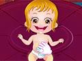 Малышка Хейзел принимает ванну